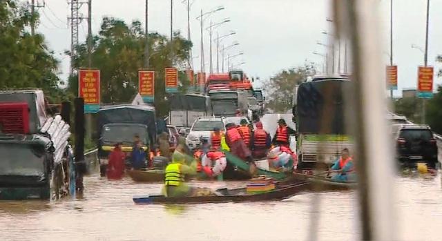 Quảng Bình thiếu phương tiện cứu trợ đường thủy - Ảnh 1.