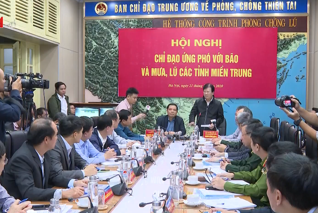 Phó Thủ tướng Trịnh Đình Dũng: Nhiệm vụ số một là tập trung cứu trợ người dân - Ảnh 1.