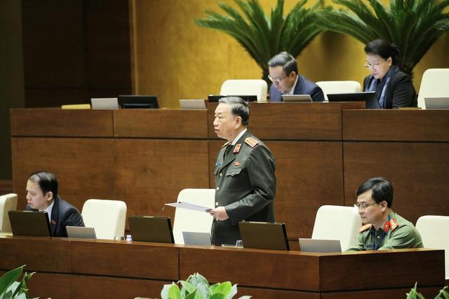 Bộ trưởng Tô Lâm: Bỏ sổ hộ khẩu là niềm mong ước của người dân - Ảnh 1.
