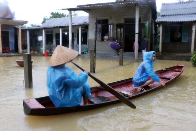 Lũ xuống tại Thừa Thiên Huế, nhiều vùng vẫn ngập sâu - Ảnh 2.
