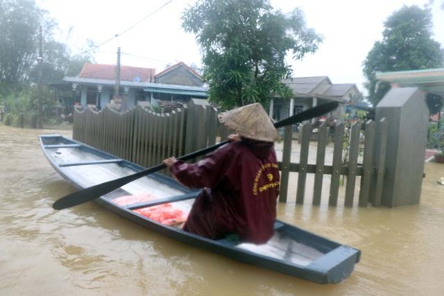 Lũ xuống tại Thừa Thiên Huế, nhiều vùng vẫn ngập sâu - Ảnh 3.