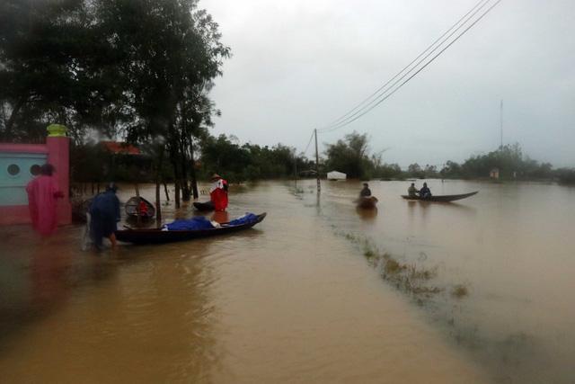 Lũ xuống tại Thừa Thiên Huế, nhiều vùng vẫn ngập sâu - Ảnh 5.
