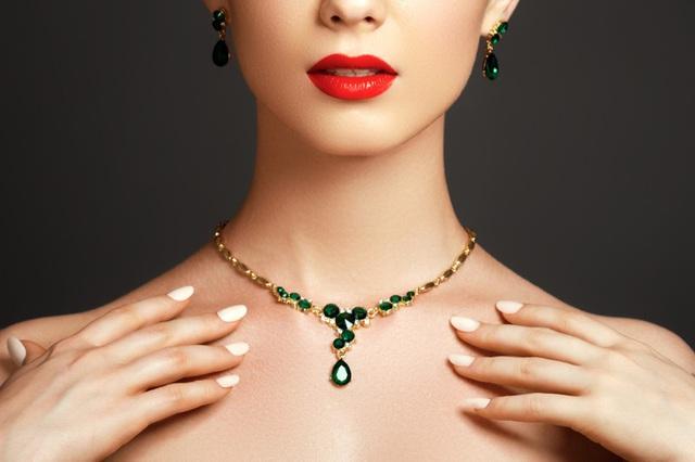 5 loại trang sức bằng đá quý phụ nữ nên có - ảnh 1