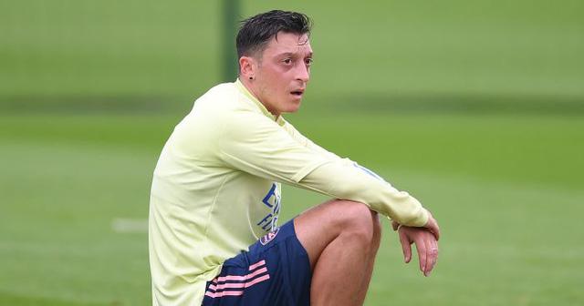 Mesut Ozil & tình cảnh tiến thoái lưỡng nan ở Arsenal - Ảnh 1.