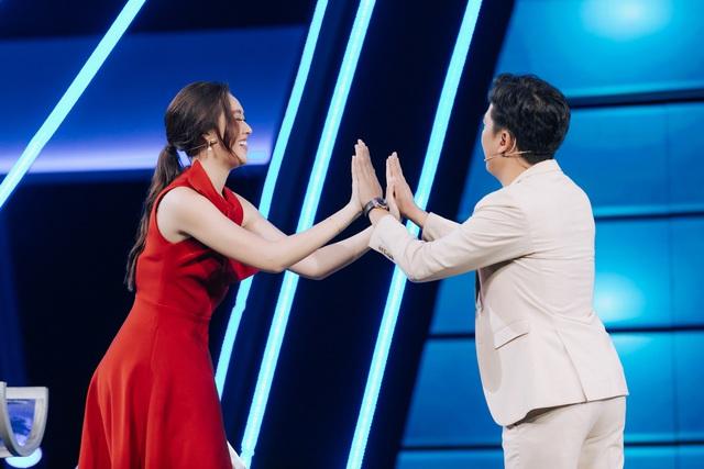 """Trường Giang ngỡ ngàng trước """"kỷ lục vàng"""" của Á hậu Tường San và Kiều Loan - Ảnh 2."""