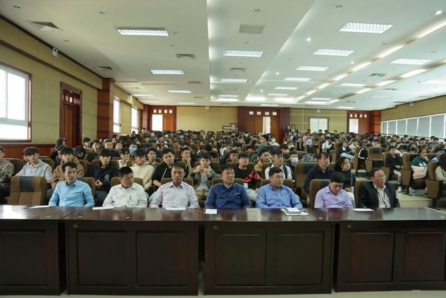 Trường Cao đẳng Truyền hình quyên góp ủng hộ đồng bào miền Trung - Ảnh 1.