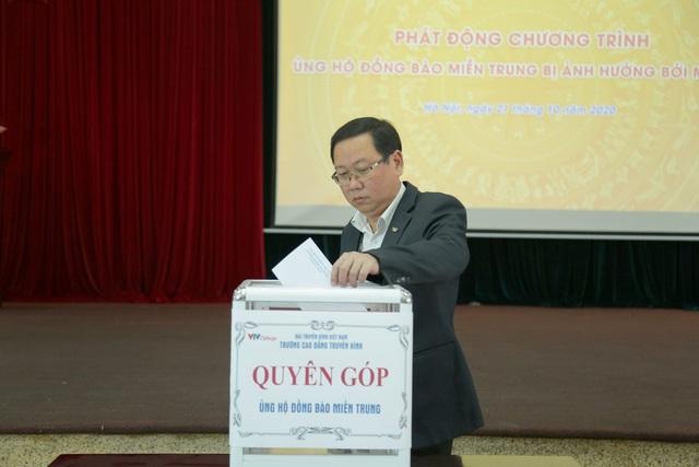 Trường Cao đẳng Truyền hình quyên góp ủng hộ đồng bào miền Trung - Ảnh 2.
