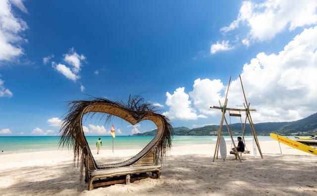 COVID-19 biến Phuket từ thiên đường du lịch thành hòn đảo hoang - ảnh 1