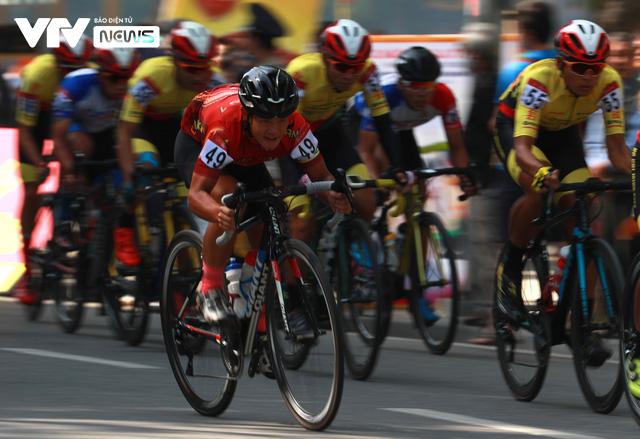 Chặng mở màn kết thúc trong nắng đẹp, Xe đạp VTV Cup 2020 bắt đầu những ngày tranh tài hấp dẫn - Ảnh 4.