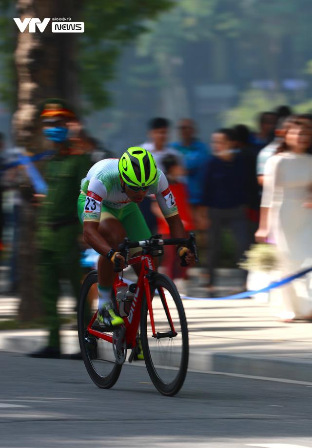 Chặng mở màn kết thúc trong nắng đẹp, Xe đạp VTV Cup 2020 bắt đầu những ngày tranh tài hấp dẫn - Ảnh 5.
