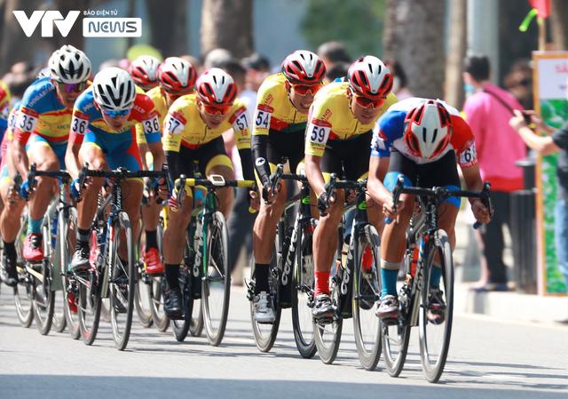Chặng mở màn kết thúc trong nắng đẹp, Xe đạp VTV Cup 2020 bắt đầu những ngày tranh tài hấp dẫn - Ảnh 6.
