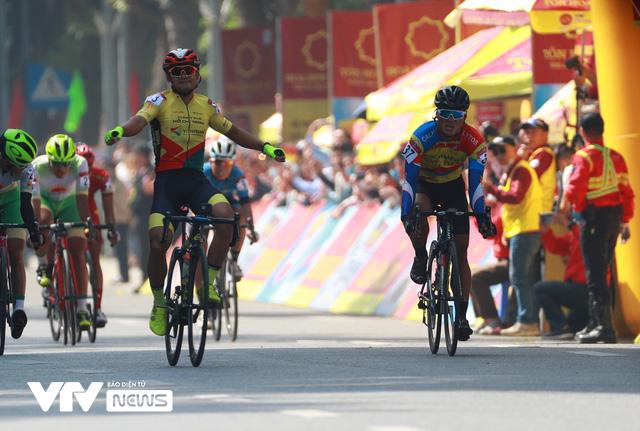 Chặng mở màn kết thúc trong nắng đẹp, Xe đạp VTV Cup 2020 bắt đầu những ngày tranh tài hấp dẫn - Ảnh 2.