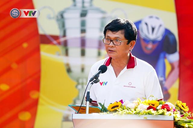 ẢNH: Những khoảnh khắc ấn tượng chặng 1 giải xe đạp VTV Cúp Tôn Hoa Sen 2020 - Ảnh 2.