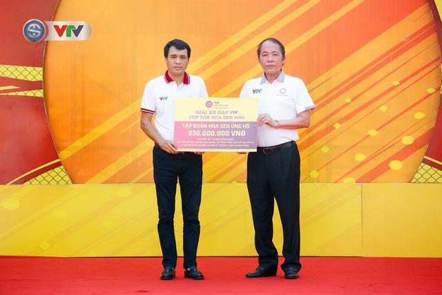 ẢNH: Những khoảnh khắc ấn tượng chặng 1 giải xe đạp VTV Cúp Tôn Hoa Sen 2020 - Ảnh 4.