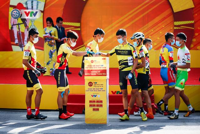 ẢNH: Những khoảnh khắc ấn tượng chặng 1 giải xe đạp VTV Cúp Tôn Hoa Sen 2020 - Ảnh 5.