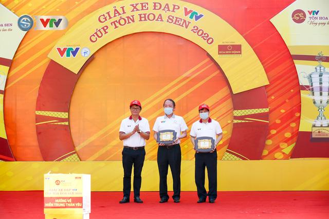 ẢNH: Những khoảnh khắc ấn tượng chặng 1 giải xe đạp VTV Cúp Tôn Hoa Sen 2020 - Ảnh 3.