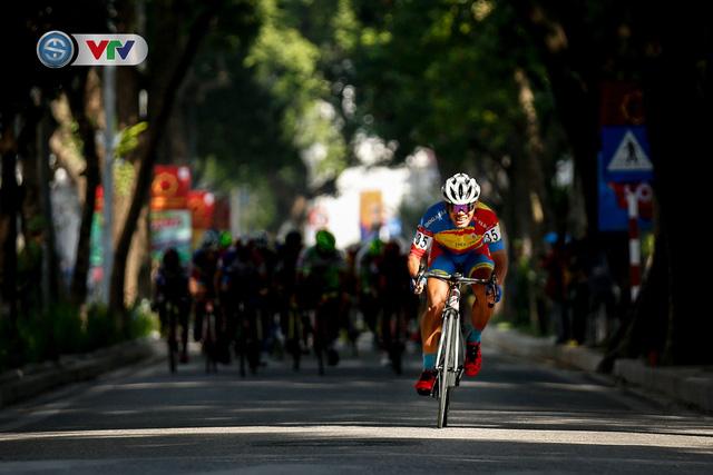ẢNH: Những khoảnh khắc ấn tượng chặng 1 giải xe đạp VTV Cúp Tôn Hoa Sen 2020 - Ảnh 10.