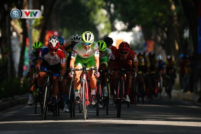 ẢNH: Những khoảnh khắc ấn tượng chặng 1 giải xe đạp VTV Cúp Tôn Hoa Sen 2020 - Ảnh 8.