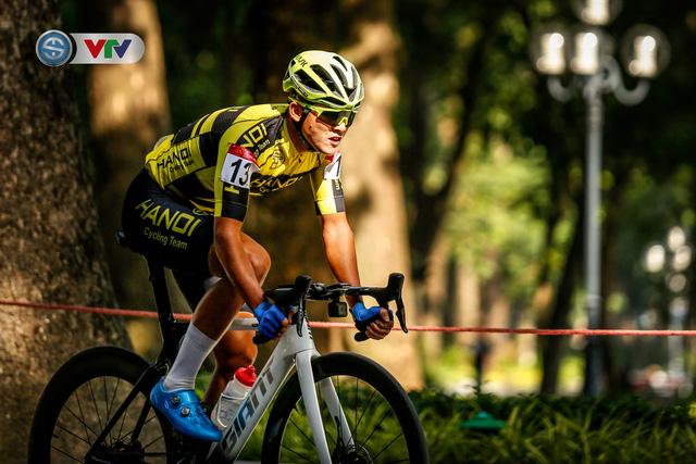 ẢNH: Những khoảnh khắc ấn tượng chặng 1 giải xe đạp VTV Cúp Tôn Hoa Sen 2020 - Ảnh 7.