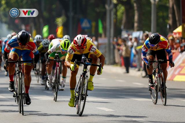 ẢNH: Những khoảnh khắc ấn tượng chặng 1 giải xe đạp VTV Cúp Tôn Hoa Sen 2020 - Ảnh 11.