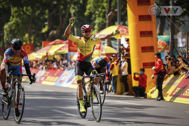 ẢNH: Những khoảnh khắc ấn tượng chặng 1 giải xe đạp VTV Cúp Tôn Hoa Sen 2020 - Ảnh 12.