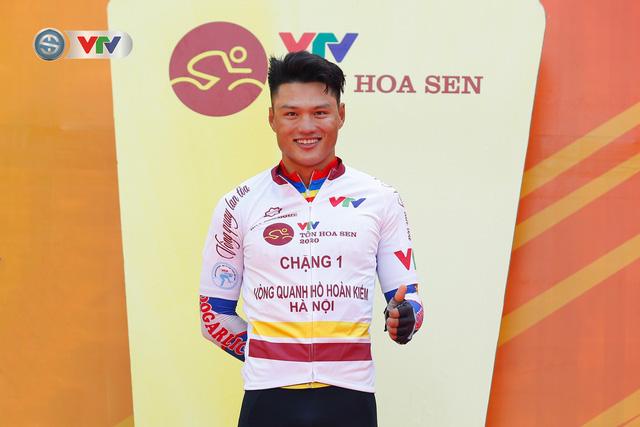 ẢNH: Những khoảnh khắc ấn tượng chặng 1 giải xe đạp VTV Cúp Tôn Hoa Sen 2020 - Ảnh 15.