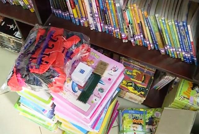 Quyên góp sách vở, đồ dùng học tập cho thầy trò vùng lũ - Ảnh 3.