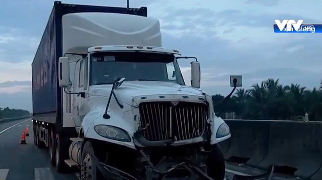 Tai nạn liên hoàn trên cao tốc TP.HCM - Trung Lương - Ảnh 2.