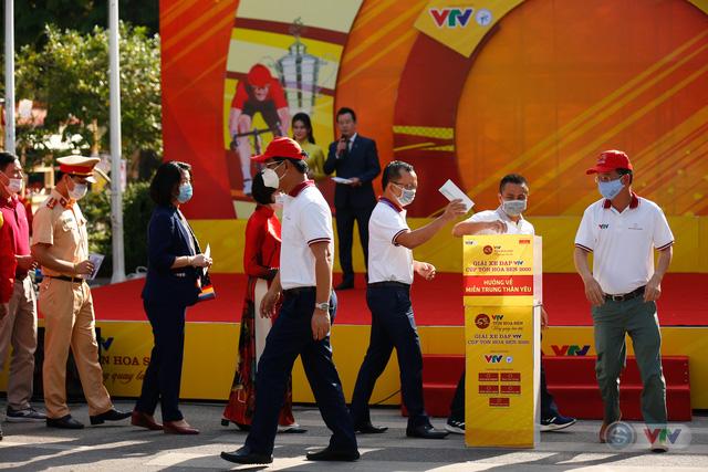 Giải xe đạp VTV Cúp Tôn Hoa Sen 2020 chung tay Hướng về miền Trung thân yêu - Ảnh 6.