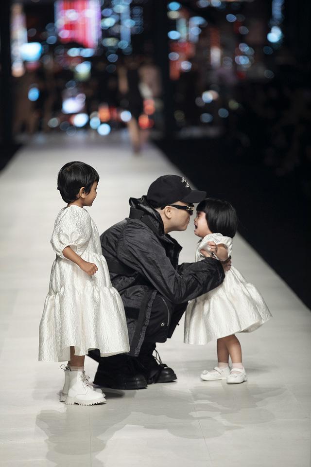 Đỗ Mạnh Cường đã có show thời trang hoành tráng nhất sự nghiệp - Ảnh 1.
