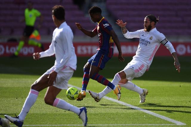 Barcelona 1-3 Real Madrid: El Clasico đầy kịch tính (Vòng 7 La Liga 2020/21) - Ảnh 2.