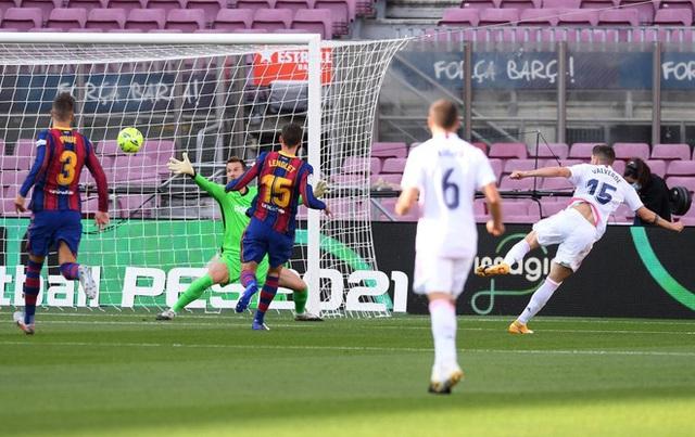 Barcelona 1-3 Real Madrid: El Clasico đầy kịch tính (Vòng 7 La Liga 2020/21) - Ảnh 1.