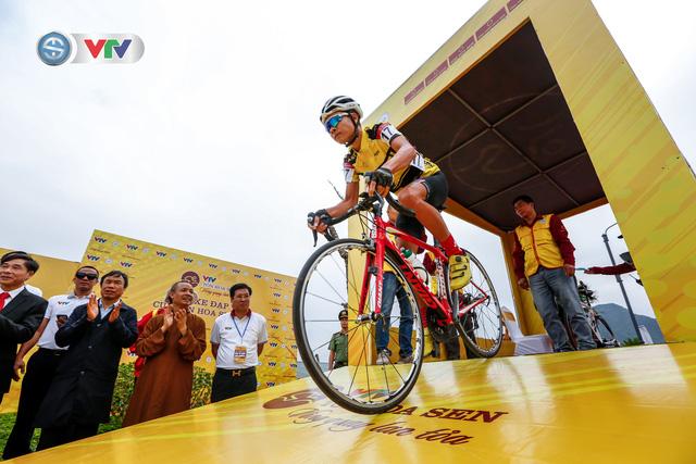 ẢNH: Những khoảnh khắc ấn tượng chặng 2 Giải xe đạp VTV Cúp Tôn Hoa Sen 2020 - Ảnh 6.