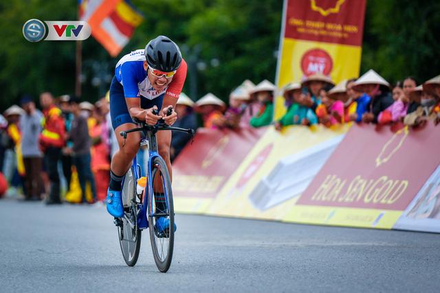 ẢNH: Những khoảnh khắc ấn tượng chặng 2 Giải xe đạp VTV Cúp Tôn Hoa Sen 2020 - Ảnh 8.