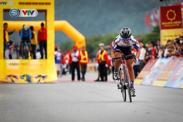 ẢNH: Những khoảnh khắc ấn tượng chặng 2 Giải xe đạp VTV Cúp Tôn Hoa Sen 2020 - Ảnh 7.