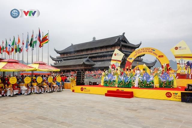 ẢNH: Những khoảnh khắc ấn tượng chặng 2 Giải xe đạp VTV Cúp Tôn Hoa Sen 2020 - Ảnh 1.