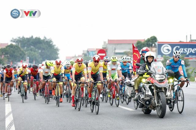 ẢNH: Những khoảnh khắc ấn tượng chặng 3 Giải xe đạp VTV Cúp Tôn Hoa Sen 2020 - Ảnh 1.