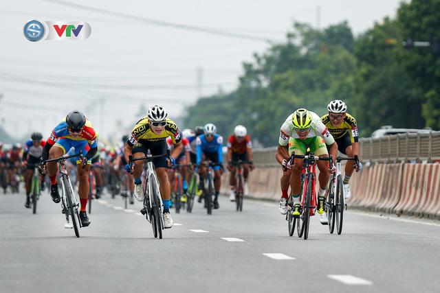 ẢNH: Những khoảnh khắc ấn tượng chặng 3 Giải xe đạp VTV Cúp Tôn Hoa Sen 2020 - Ảnh 4.