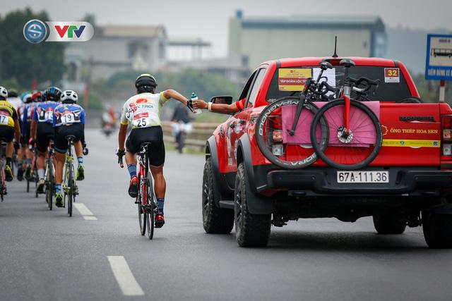 ẢNH: Những khoảnh khắc ấn tượng chặng 3 Giải xe đạp VTV Cúp Tôn Hoa Sen 2020 - Ảnh 2.