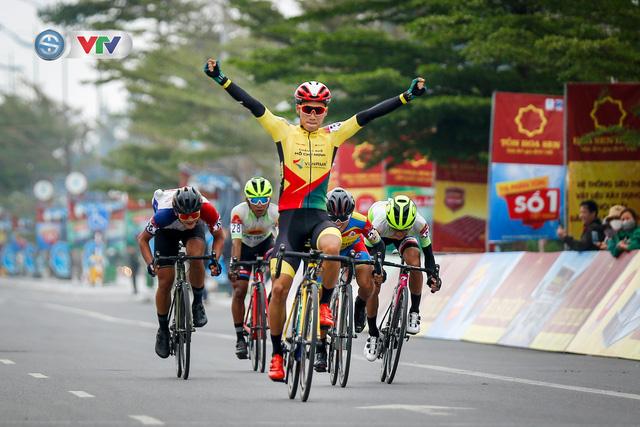 ẢNH: Những khoảnh khắc ấn tượng chặng 3 Giải xe đạp VTV Cúp Tôn Hoa Sen 2020 - Ảnh 6.