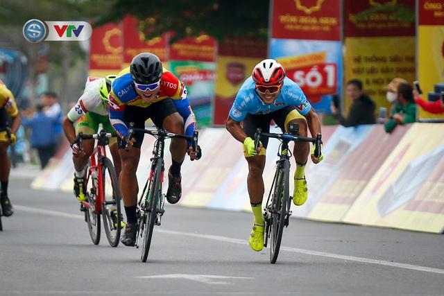 ẢNH: Những khoảnh khắc ấn tượng chặng 3 Giải xe đạp VTV Cúp Tôn Hoa Sen 2020 - Ảnh 8.