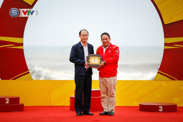 ẢNH: Những khoảnh khắc ấn tượng chặng 3 Giải xe đạp VTV Cúp Tôn Hoa Sen 2020 - Ảnh 9.