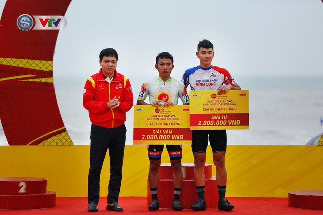 ẢNH: Những khoảnh khắc ấn tượng chặng 3 Giải xe đạp VTV Cúp Tôn Hoa Sen 2020 - Ảnh 12.