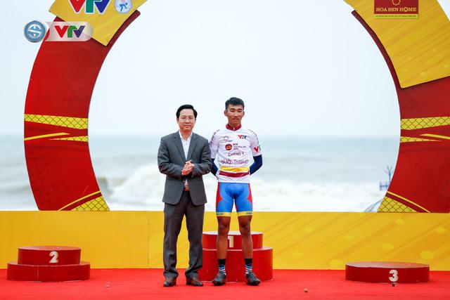 ẢNH: Những khoảnh khắc ấn tượng chặng 3 Giải xe đạp VTV Cúp Tôn Hoa Sen 2020 - Ảnh 14.