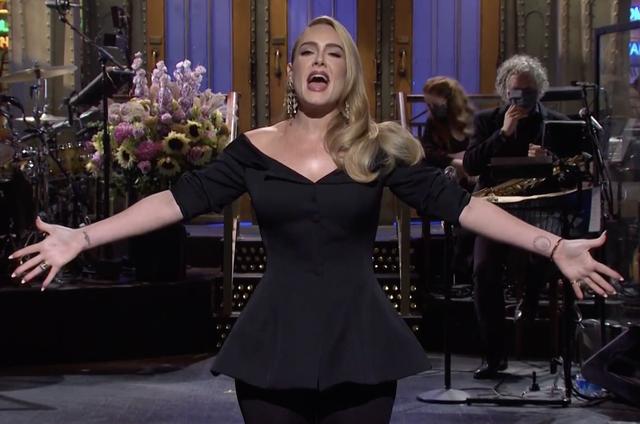 Adele lần đầu xuất hiện trên truyền hình hậu giảm cân - Ảnh 2.