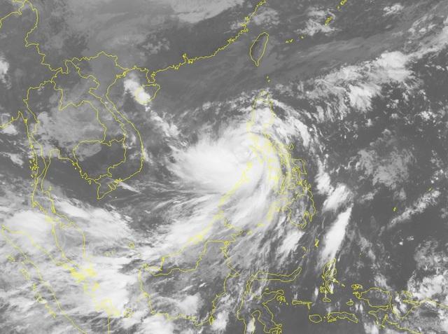 Thủ tướng: Tuyệt đối không chủ quan với bão số 9, sẵn sàng sơ tán người dân - Ảnh 1.