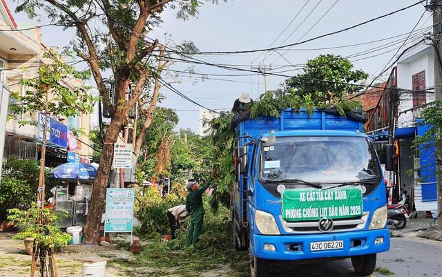 Người dân Đà Nẵng đổ xô mua đồ phòng, chống bão số 9 - Ảnh 3.