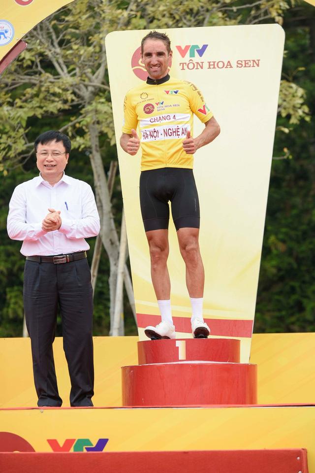 Lê Nguyệt Minh xuất sắc giữ áo xanh, Loic Desriac bảo vệ áo vàng sau 4 chặng đua - Ảnh 4.