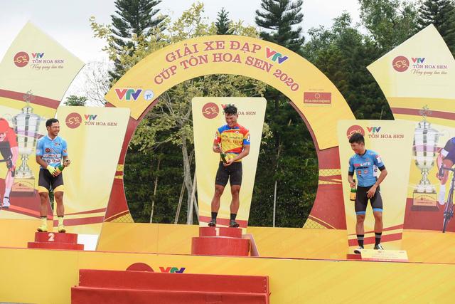 Lê Nguyệt Minh xuất sắc giữ áo xanh, Loic Desriac bảo vệ áo vàng sau 4 chặng đua - Ảnh 3.