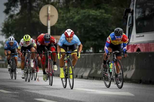 ẢNH: Những khoảnh khắc ấn tượng chặng 4 Giải xe đạp VTV Cúp Tôn Hoa Sen 2020 - Ảnh 4.